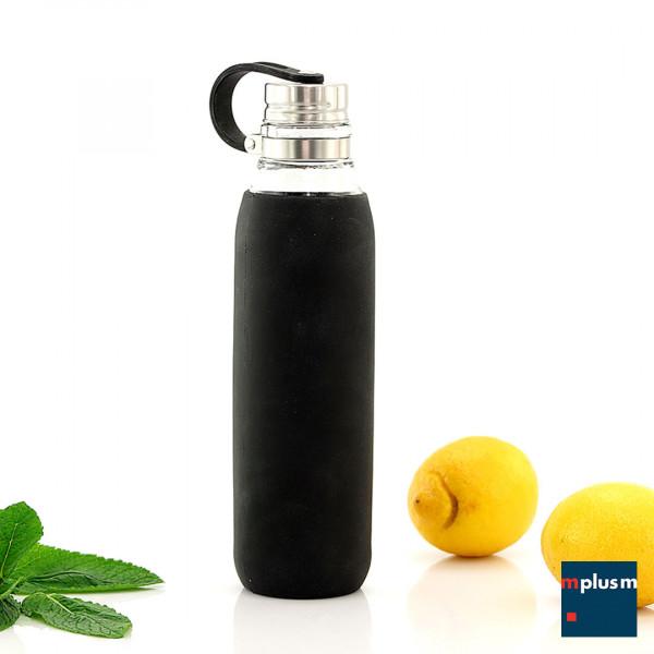 Praktische Mehrweg Trinkflasche aus Glas mit Silikonhülle. Ideal für Yoga oder den Arbeitsplatz.