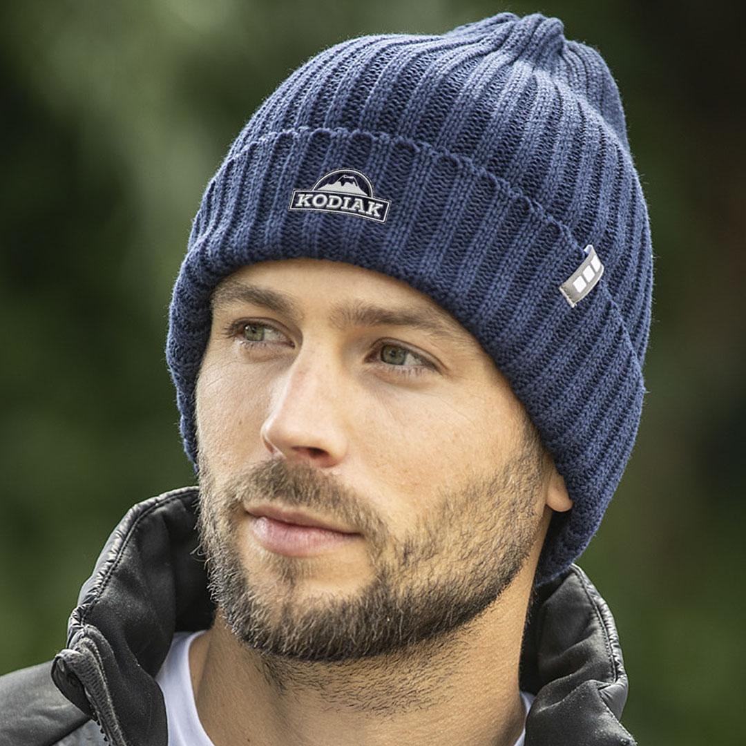 Nachhaltige blaue Beanie Mütze mit Logo Stick