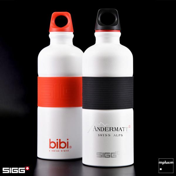 Nachhaltige SIGG Alu Trinkflasche mit Silikon-Ring. Hochwertiger Werbeartikel und schön mit Logo zu bedrucken.