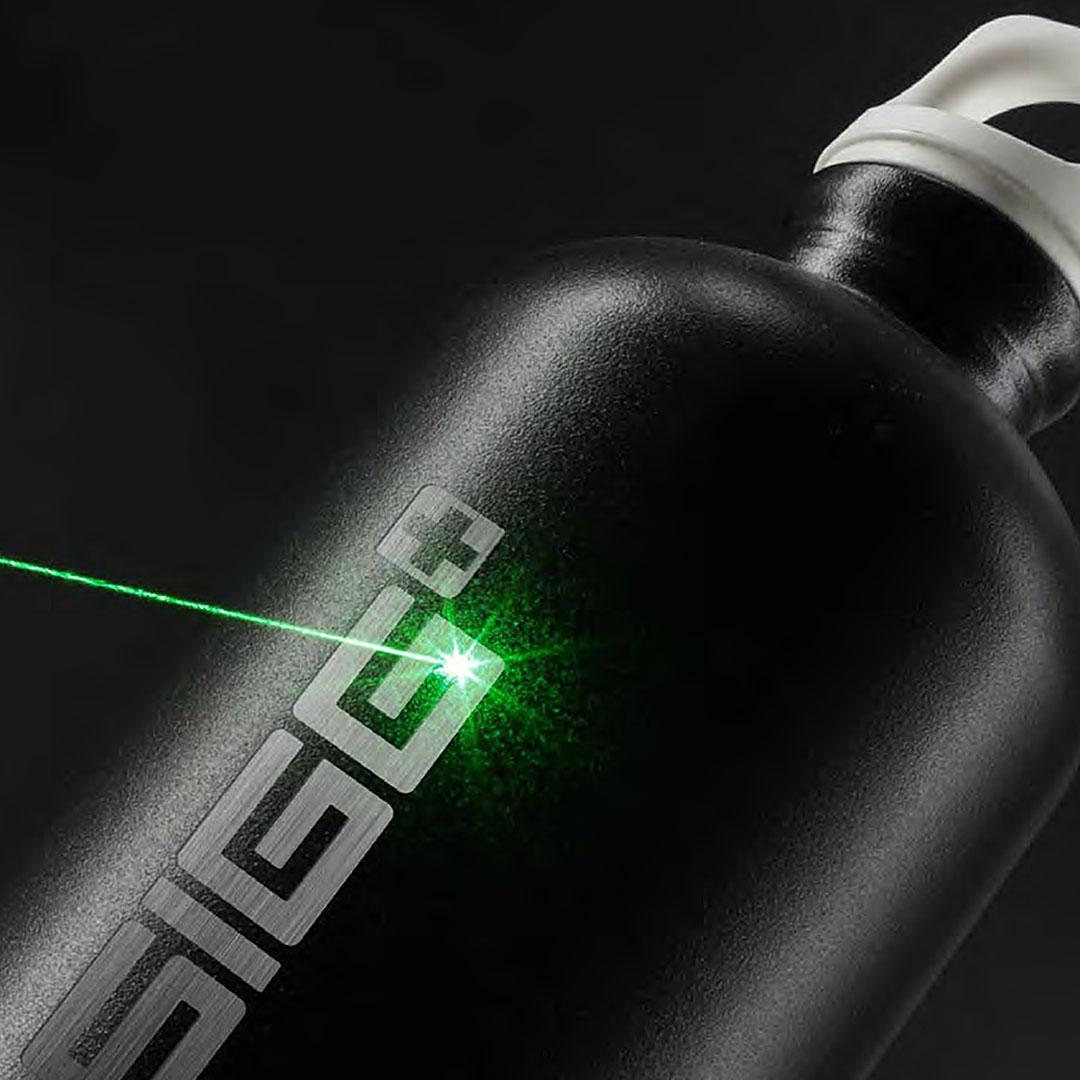 Schwarze SIGG Flasche mit Lasergravur