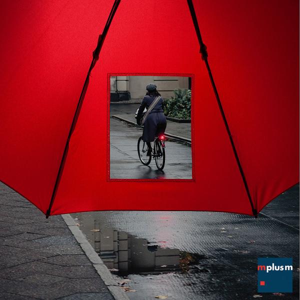 Der Regenschirm mit Sichtfenster und Logo Druck
