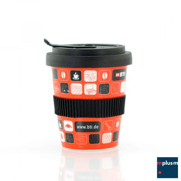 Nachhaltig Mehrweg. Schöner Coffee To Go Becher aus Porzellan, ab 250 Stück in Ihrem Design oder mit Ihrem Logo zu bedrucken.