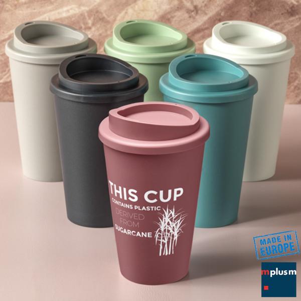 Nachhaltiger Coffee To Go Thermobecher aus Bio Plastik. Aus Europa und ab 60 Stück als nachhaltiger Werbeartikel mit Logo oder Motiv zu bedrucken.