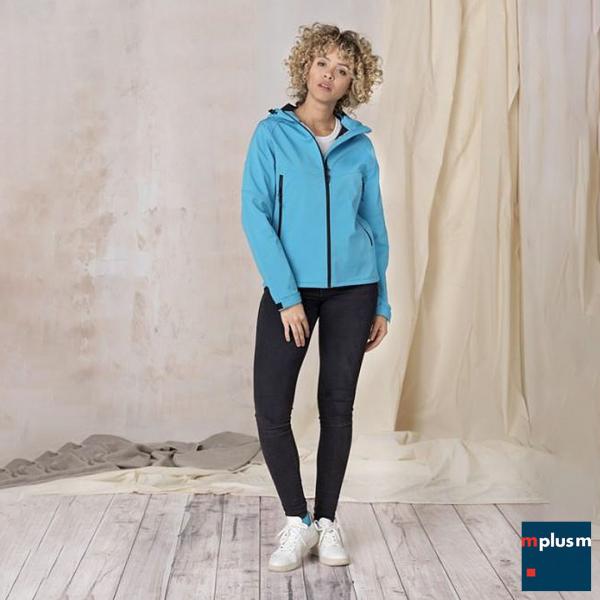 Nachhaltige Softshelljacke in blau für Damen
