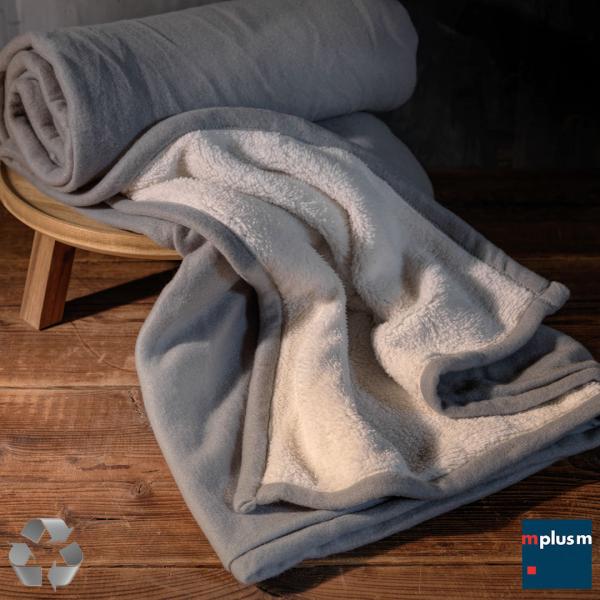 Ultraweiche Fleece Decke 'Kuschel' aus Recycling Material